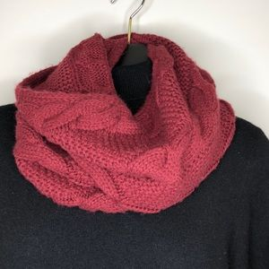 MODENA Burgundy chunky cable knit tunnel scarf
